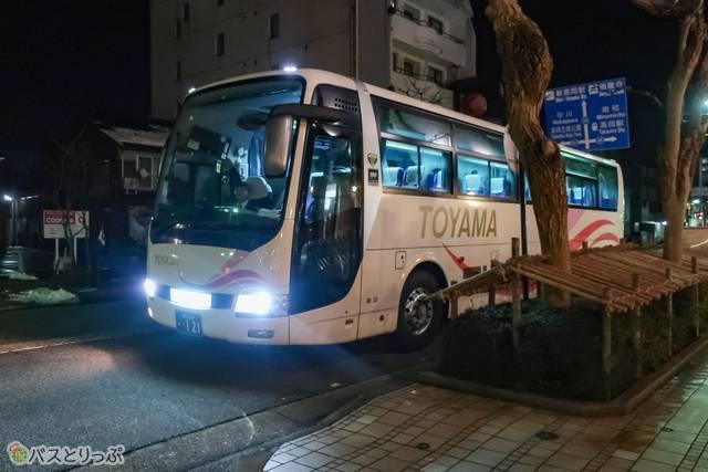 バスは各ホテルの前まで運んでくれるので、セレブ気分です