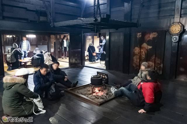 囲炉裏で休めます