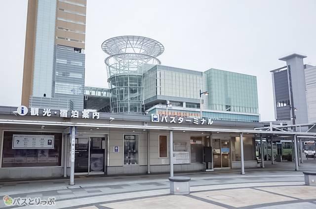 JR高松駅近くのバスターミナル