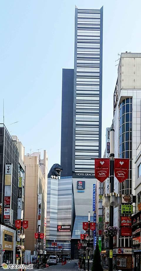 新名所TOHOビルのゴジラヘッド(グリーンライナー号で金沢から東京へ 無料Wi-Fiと3列独立シートで快適な夜行バスの旅)