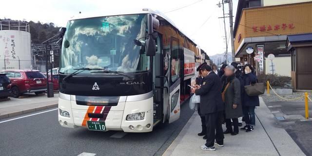 京都・大阪方面へ向かう高速バスのバス停