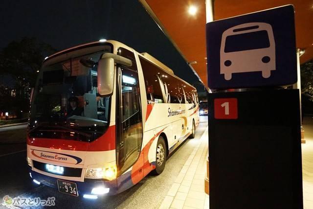 バス1番のりばから出発