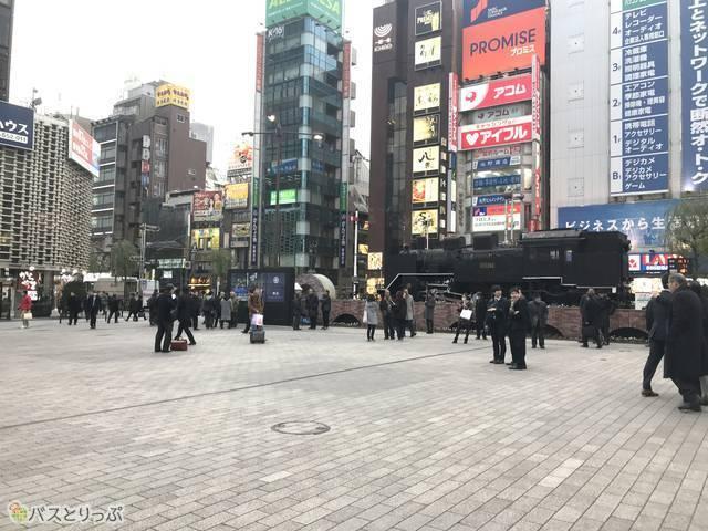 ニュースのインタビューが頻繁に行われる新橋駅西口SL広場