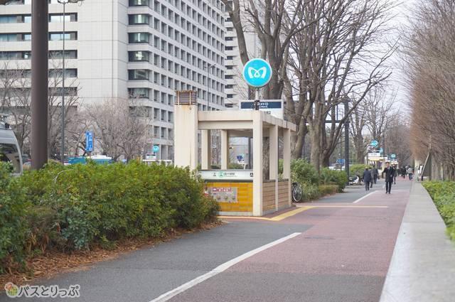 A9出入口。日比谷線・千代田線共に乗り換えがスムーズ