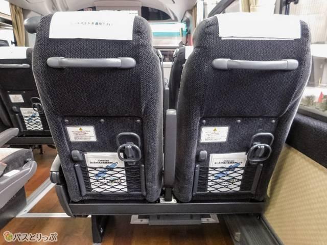 座席背面の設備はシンプル