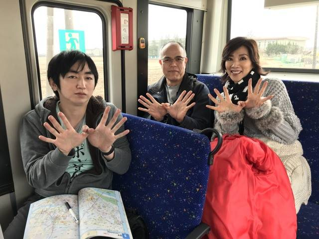 バス内3ショット.JPG