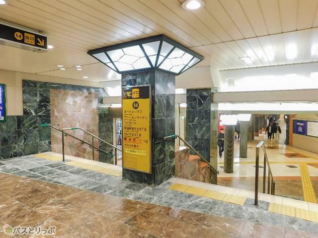地下鉄14番出口からアポロビルへ直接入れます