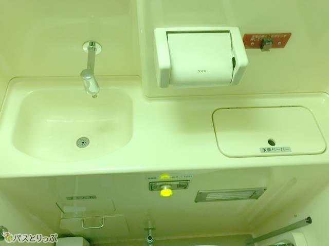 洗面、トイレットペーパーホルダー、フラッシュボタンなど
