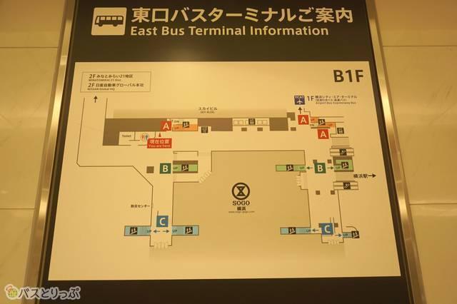 地図上では右側が横浜駅方面。トイレは地図上では左上にある(編)