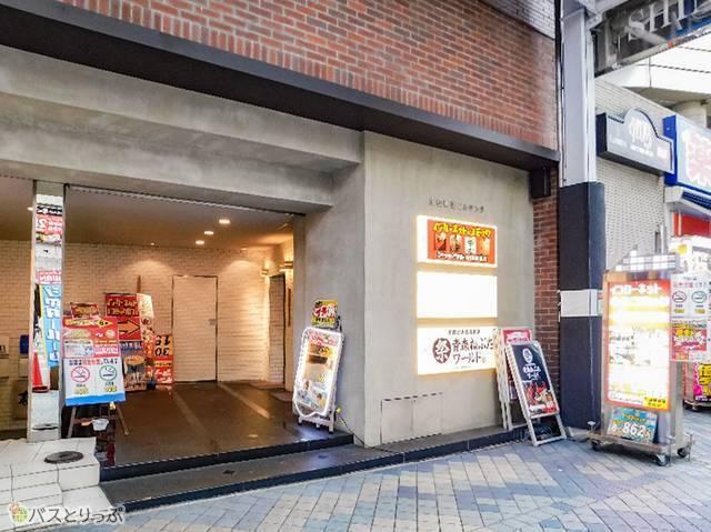 「インターネットカフェ アットワン 三宮生田新道店」ビル外観。エレベーター上がって6F