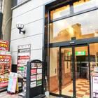 「インターネットカフェ アットワン JR三宮店」ビル外観。入ってすぐのエレベーターで3Fへ