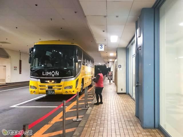 黄色の車体が印象的なLimon Bus