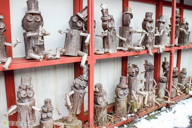 Winsome wooden dolls.(sightseeing of Shima)