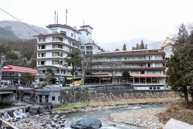 A pleasing view of Shima River.(Shima Hot Spring vol.4 with a Featured Hotel List)