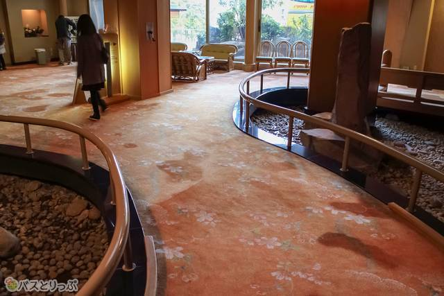 The lobby has a relaxed ambience.(Shima Hot Spring vol.4 with a Featured Hotel List)