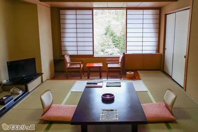 The room is quite spacious, allowing one to stretch out and breathe easy.(Shima Hot Spring vol.4 with a Featured Hotel List)