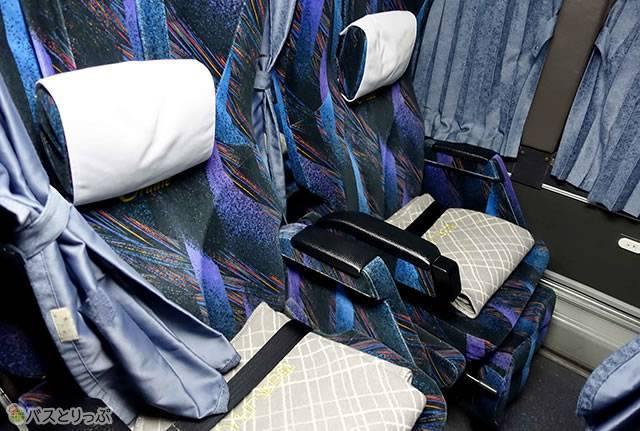 隣との間隔があってゆったりしている(プレミアムドリーム11号で東京から奈良へ 新幹線より便利な夜行バスの旅)
