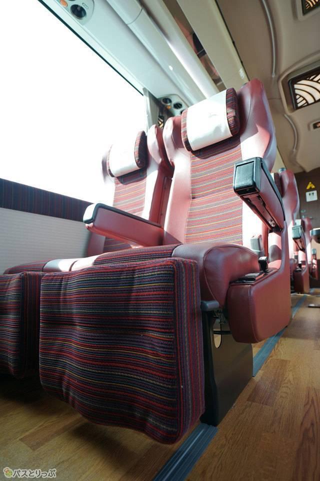 座席は2×2の4列座席