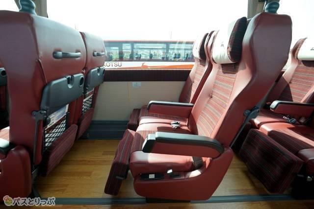ゆったり余裕のある座席空間
