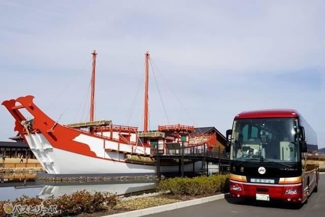 平城旧跡公園にある復元された遣唐使船との2ショット
