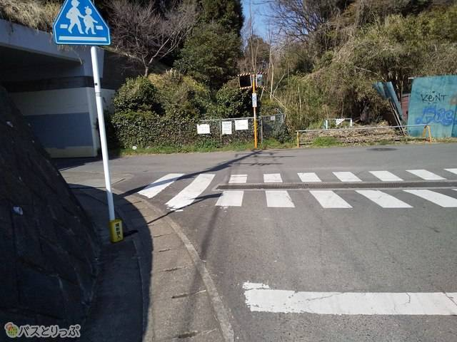 左へ曲がります