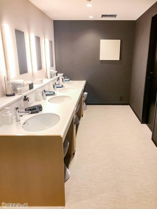 大浴場内にある洗面台