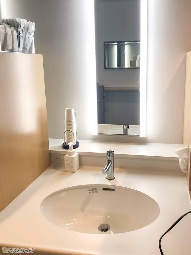 キャビンフロア内の洗面所