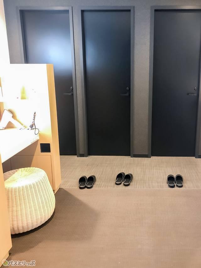 キャビンフロア内のトイレ