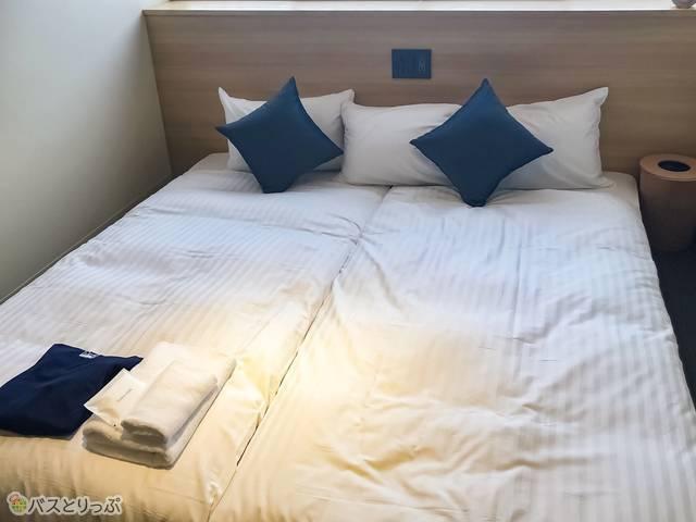 モダンルームのベッド