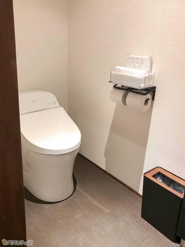 部屋内に備え付けられているトイレ