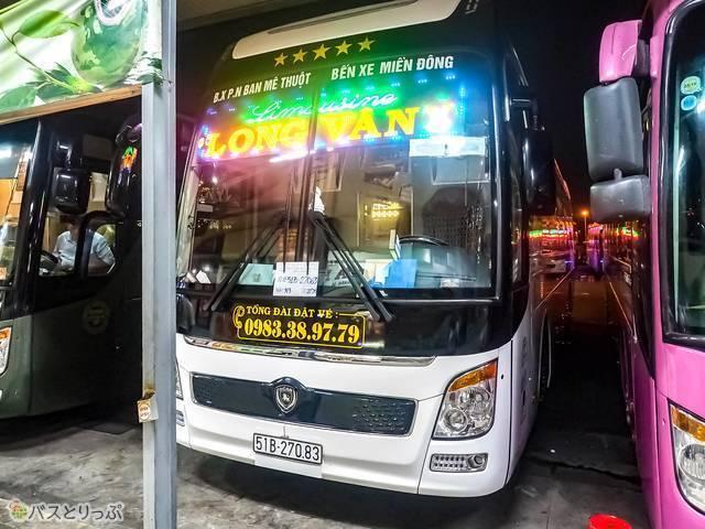 今回乗車する「カプセルホテルバス」