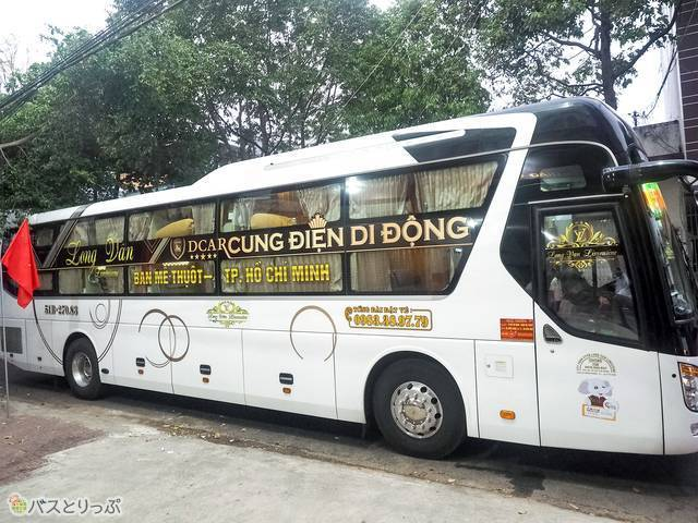 豪華なリムジンバス(カプセルホテルバス)