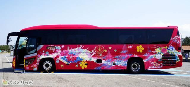 加賀友禅をまとった絢爛なバス