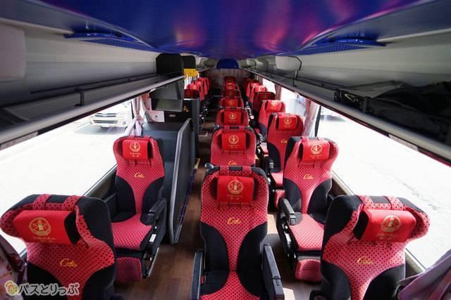 3列独立シートで余裕の座席空間