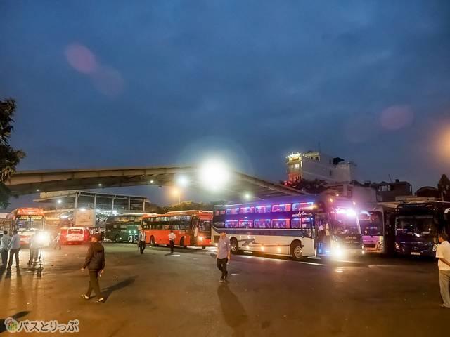 ホーチミン市のバスターミナルに到着