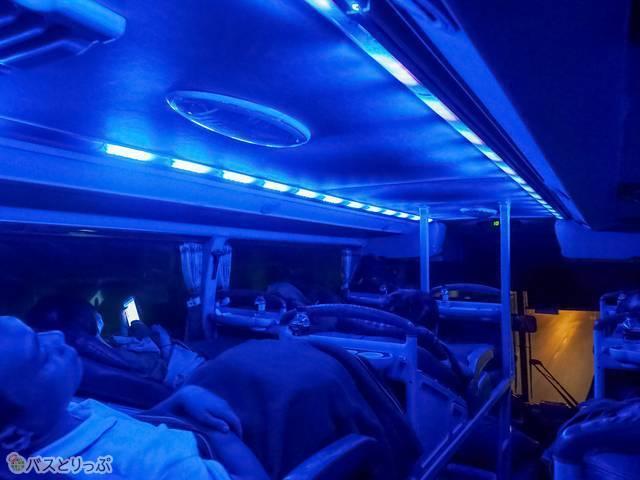 就寝モードの車内灯