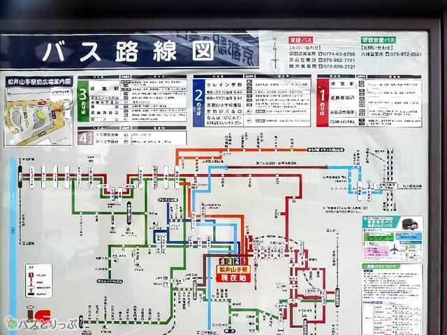 JR「松井山手」駅前バス停には「ダイレクトエクスプレス直Q京都」が発着