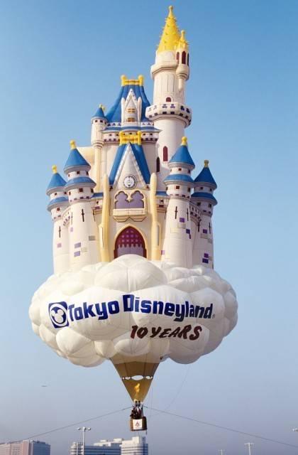 (c)Disney シンデレラ城をモチーフとした熱気球