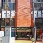 「DICE 大宮店」はビルの看板が目印