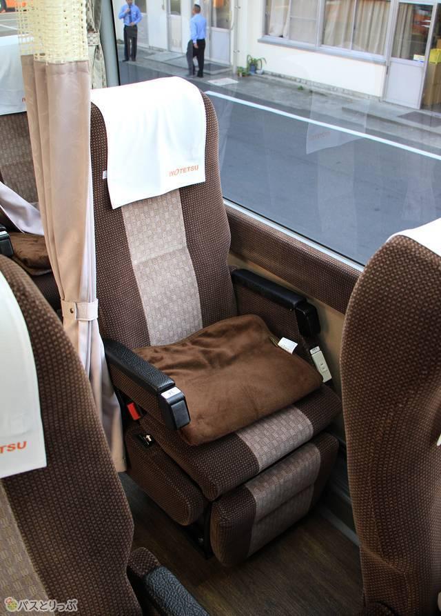 伊予鉄バス「オレンジライナー」東京線 5619_04 シート.jpg