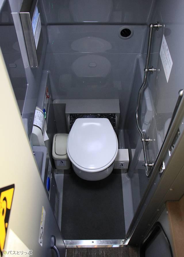 伊予鉄バス「オレンジライナー」東京線 5619_08 トイレ.jpg