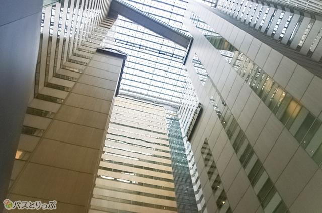 NSビルは30階上まで吹抜け