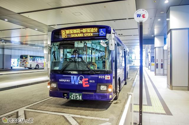 新宿WEバスがバスタ新宿3階から出発