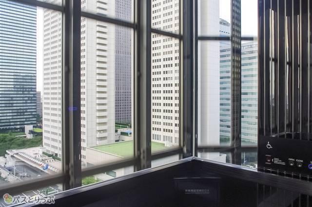 NSビルのエレベーターはもちろんガラス張り