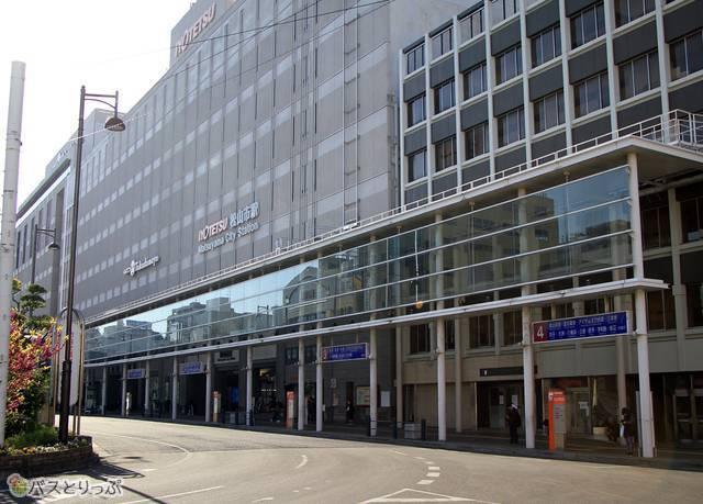 「いよてつ高島屋」も併設する松山市駅