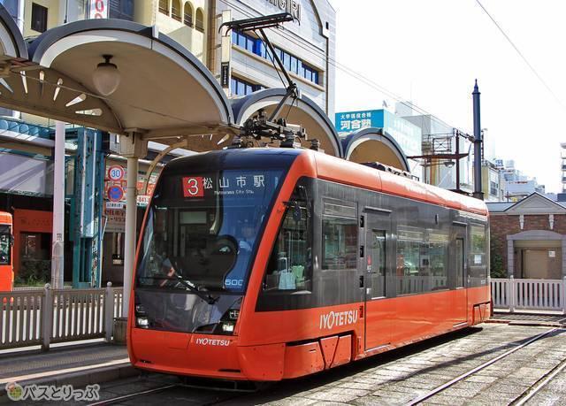 伊予鉄道の路面電車は松山市民や観光客の大切な「足」