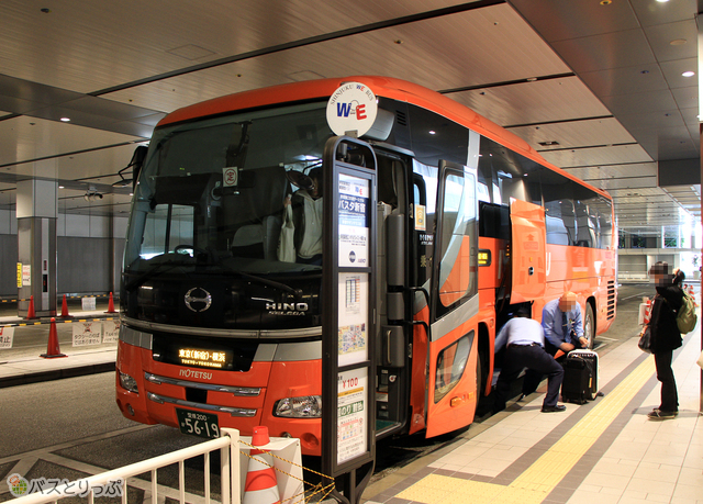 バスタ新宿に到着した「オレンジライナー」