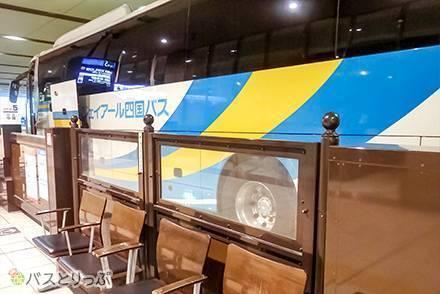 JR四国バス「高知エクスプレス号」「京阪神ドリーム高知号」で関西へ!カーテン付き3列独立シートでプライベート感はバッチリ