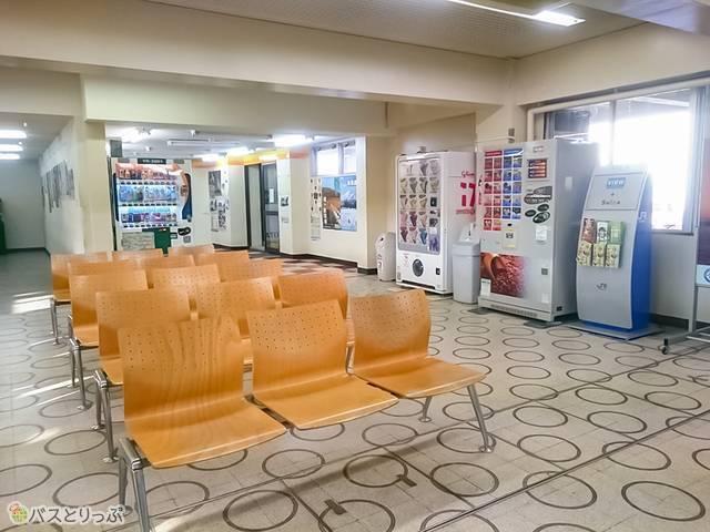 羽後本荘駅中の待合室