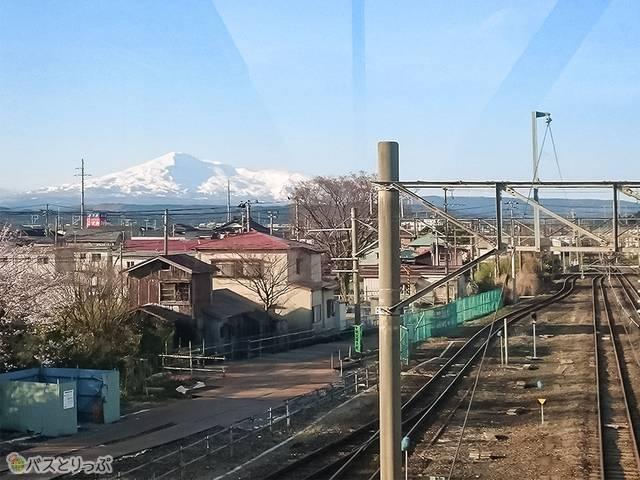 秋田市内へ向かう電車の車窓